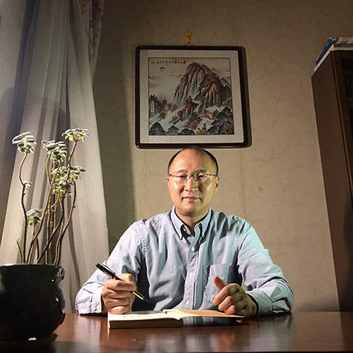张超群——竞技宝最佳竞猜上海竞技宝备用第三届副会长、上海精文绿化艺术发展股份竞技宝提款西南区负责人